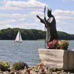 Okolice pomnika Papieża JPII gdzie może spoczywać pojazd gąsienicowy