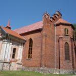 Widok kosciola wraz z kaplica i dzwonnica - strona poludniowa. Drzwi do kaplicy są obecnie zamurowane