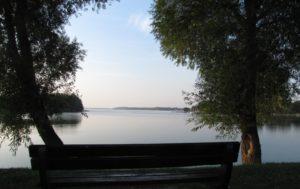 Widok na zatokę Południową od strony drogi krajowej nr 20. Tu mógłby stanąć model. Fot. Jacek Brzozowski