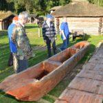 Sławogród - dłubanki wykonane w ramach Jeziora Tajemnic