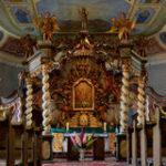 baldachimu-ołtarz-w-świętej-trójcy-kościół-w-czaplinek-50558185