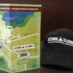 Mapa Szlaku Henrykowskiego opatrzona logo Akcji i czapka z firmy Emen