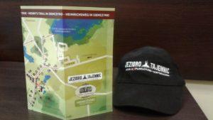 1 Mapa Szlaku Henrykowskiego opatrzona logo Akcji i czapka z firmy Emen