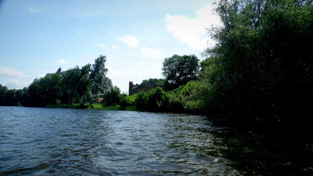 Ruiny Zamku Joannitów - widok z Jeziora Żerdno.